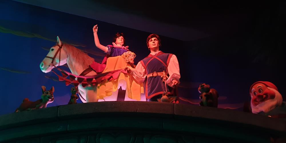 The scary Snow White and Prince Charming animatronics